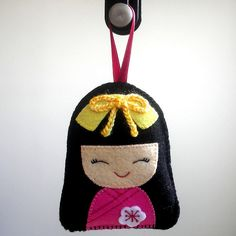 japanese girl in kimono felt hanging ornament Felt Crafts Dolls, Felt Dolls, Paper Dolls, Felt Christmas Ornaments, Christmas Crafts, Japanese Christmas, Felt Puppets, Felt Fairy, Felt Decorations