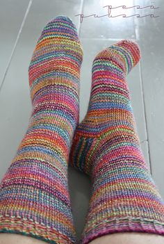 Pesä puussa: Raitasekoitussukat Wool Socks, Knitting Socks, Fine Motor Activities For Kids, Knee Socks, Knitting Patterns, Knitting Ideas, Lana, Slippers, Crochet