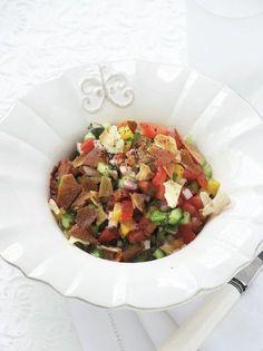 Φατούς, μια δροσερή σαλάτα - www.olivemagazine.gr Cobb Salad, Mexican, Ethnic Recipes, Food, Persian, Author, Essen, Persian People, Persian Cats