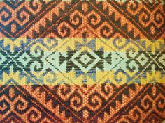 This is a textile created by the Mapuche, an indigenous group in Chile. Weaving Art, Hand Weaving, Tablet Weaving, Textures Patterns, Fabric Patterns, Mexican Design, Special Tattoos, Skate Art, Textile Fabrics