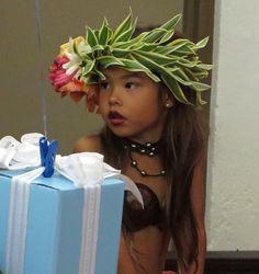 Hawaii Costume, Hawaiian Flower Crown, Tahitian Costumes, Polynesian Dance, Polynesian Cultural Center, Flower Lei, Hula Dancers, Diy Headband, Hippie Outfits