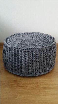 Crocheted pouf Zpagetti yarn for pattern: http://www.ariadneathome.nl/ideeengids-menu/zpagetti-poef.html