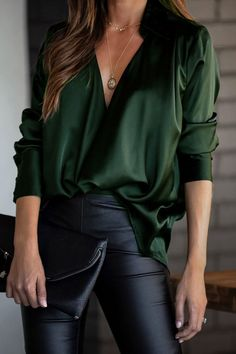 If you're looking for a tailored, v neck top look no further than this! Our chic top will add an instant style upgrade to your closet. Look Fashion, Fashion Outfits, Womens Fashion, Travel Outfits, Fashion Fall, Curvy Fashion, Looks Style, Style Me, Trajes Business Casual