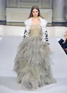 Google Image Result for http://data.whicdn.com/images/15462850/oscar-de-la-renta-fall-winter-2011-2012-37_large.jpg