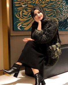 Niqab Fashion, Modern Hijab Fashion, Hijab Fashion Inspiration, Muslim Fashion, Arab Girls, Muslim Girls, Muslim Women, Cute Fall Outfits, Stylish Outfits