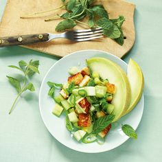 Gurken-Melonen-Salat mit Halloumni