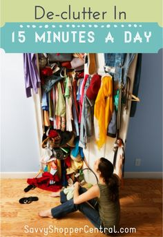 Declutter Your Home In 15 Minutes a Day - Decluttering doesn't have to be overwhelming or take up a full weekend. Check out these tips to help you declutter your house in only 15 minutes a day! Declutter Your Home, Organize Your Life, Organizing Your Home, Organizing Tips, Decluttering Ideas, Flylady, Ideas Para Organizar, D House, Spring Cleaning