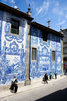 Gorgeous tiling and architecture in Porto. Azulejos Wall in Porto, Portugal (by zittopoldo Places Around The World, Oh The Places You'll Go, Places To Travel, Places To Visit, Around The Worlds, Travel Destinations, Algarve, Beautiful Buildings, Beautiful Places