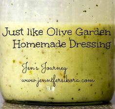 Copycat Olive Garden Dressing ~ This salad dressing tastes exactly like the dressing used at Olive Garden. Now you can have your own Olive Garden salad at home. Sooo Easy to make Only Italian dressing G? Olive Garden Dressing, Olive Garden Salad, Olive Salad, Salad Dressing Recipes, Salad Recipes, Bacon Dressing, Italian Dressing, Party Recipes, Dips