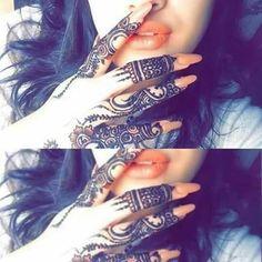 Dubai Mehendi Designs, Unique Mehndi Designs, Henna Designs Easy, Arabic Mehndi Designs, Cute Girl Poses, Cute Girl Photo, Girl Photo Poses, Girl Photography Poses, Bokeh Photography