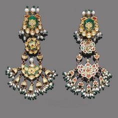 A pair of seed pearl and enamel pendent earrings and a tikka (2)