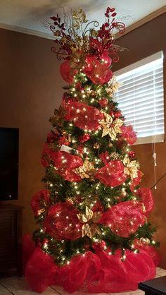 Christmas Tree Inspo, Elegant Christmas Trees, Whimsical Christmas, Victorian Christmas, Christmas Tree Toppers, Christmas Lights, Xmas Tree Decorations, Christmas Decorations For The Home, Christmas Wonderland
