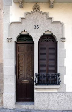 Residence facade in  Barcelona. Spain. By Armin Schulz    (via hautefavesdeux)