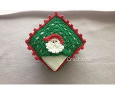 The granny square or granny stitch is one of the easiest crochet stitches. Crochet Christmas Granny decorations and gifts and make your home colorful. Crochet Ornaments, Christmas Crochet Patterns, Crochet Christmas, Crochet Ideas, Christmas Squares, Easy Crochet Stitches, Creative Food Art, Crochet Santa, Crochet Sunflower