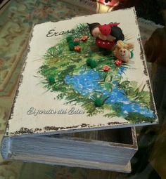 Caja para guardar el álbum de las primeras fotos del bebe las ecografias , las tipo ta de mama y los documentos del niño