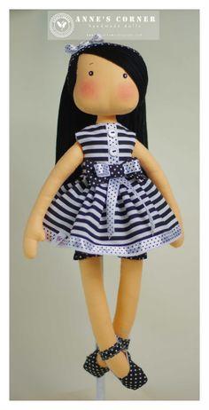 Susie mano la muñeca de trapo hecha por AnneCorner por AnneCorner