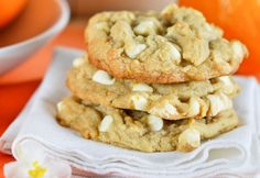 Orange Creamsicle Cookies take you back to that hauntingly wonderful ice cream flavor. Brown sugar, orange zest and white chocolate chips - a winning combo! Cookie Desserts, Just Desserts, Cookie Recipes, Delicious Desserts, Dessert Recipes, Yummy Food, Cookie Bars, Paula Deen, White Chocolate Chip Cookies