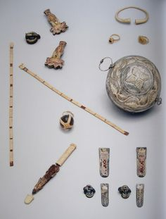 """Objects from the area of the lower body half of the grave of Queen Wisigarde (picture from the book """"Königinnen der Merowinger"""")"""