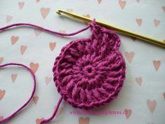 Háčkovaná bekovka se šiltem. :: . Crochet Earrings, Hats, Crochet Batwing Tops, Hat