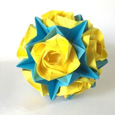 Evi roses #kusudama is a combination of 12 Evi roses and an Electra frame. This #origami #ball are colored with #yellow roses on a #blue frame.  Diameter : approx. 14 cm  Valent... #trending #etsy #handmade #paper #folding #flower #love #rose #valentine #modular