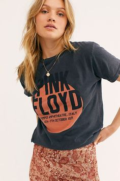 how to wear graphic tees Neo Grunge, Grunge Style, Soft Grunge, Style Hipster, Band T Shirts, Tokyo Street Fashion, Le Happy, Grunge Outfits, Chuck Taylors