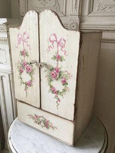 Shabby Chic Wreath, Shabby Chic Art, Shabby Chic Painting, Chabby Chic, Shabby Chic Furniture, Painted Furniture, Shabby Cottage, Cottage Chic, Hutch Cabinet