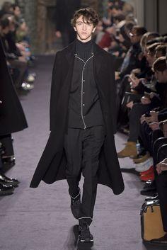 【ルック】「ヴァレンティノ」2016-17年秋冬パリ・メンズ・コレクション | 2016-17 FW PARIS MEN'S COLLECTION | VALENTINO | COLLECTION | WWD JAPAN.COM