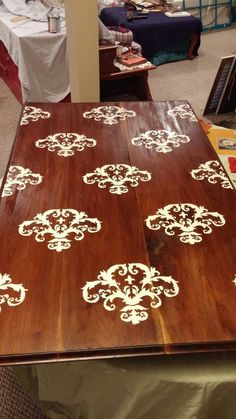 Stenciled table top !