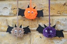 Cute Pom Pom Bats Tutorial. Cute DIY perfect for toddlers on in the fall and for Halloween