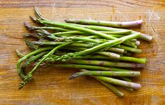 Foraging for wild asparagus can be frustrating. Here& how to find wild asparagus where you live. Mushroom Recipes, Vegetable Recipes, Edible Wild Plants, Wild Edibles, Fruits And Veggies, Vegetables List, Medicinal Herbs, Asparagus, Stuffed Mushrooms