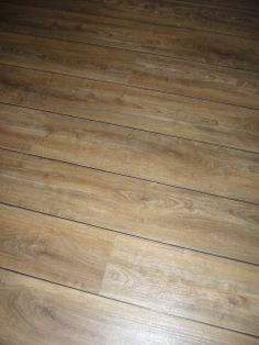 pvc therdex - Registered embossed; structuur is voelbaar en zichtbaar aanwezig -De Therdex PVC vloer is in dat opzicht een doorbraak. Ongelofelijk, zo echt als de planken zijn. De subtiele tintverschillen van het echte hout, de onregelmatige nerven en noesten: ze zijn zichtbaar én voelbaar. therdex.nl