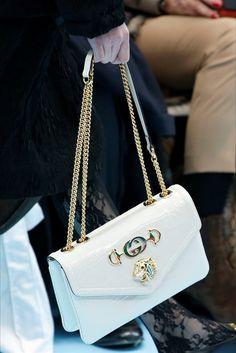 Focus on: accessori e dettagli. Con tanto di scarpe, borse, gioielli, occhiali da sole, cappelli. Nella gallery troverete i fashion ite