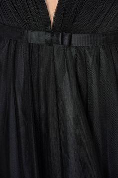 Rochie Ana Radu neagra de lux din tul captusita pe interior cu decolteu in v