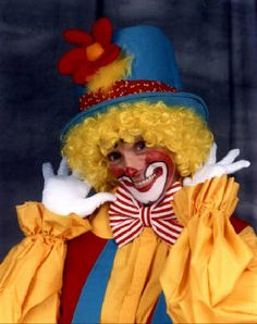 Poppins The Clown - Grenda Walton, author, puppeteer, professional clown - http://www.amazon.com/House-Hill-Lake-District-Revisited/dp/1463440286/ref=sr_1_fkmr1_1?ie=UTF8=1338308090=8-1-fkmr1