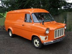 Another van to make the list, memories of my growing up seeing these battered and true workhorses! This is a 1966 Ford Transit van Vintage Vans, Vintage Trucks, Old Trucks, Ford Lincoln Mercury, Classic Trucks, Classic Cars, Pick Up, Gp F1, Automobile
