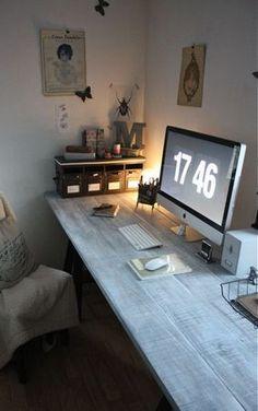 Snygg arbetsbänk till arbetsrummet. Gillar när det är mycket bordsyta. Så gillar jag ju Macen förstås! ;)