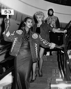 Iman and Madonna at the St. Vincent's Hospital AIDS Benefit Fashion Show, November 1986 Laetitia Casta, Natalia Vodianova, Lily Aldridge, Claudia Schiffer, Cindy Crawford, Naomi Campbell, Heidi Klum, 90s Fashion, Fashion Show