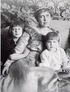 Queen Marie of Romania with her youngest children:Ileana and Mircea. Michael I Of Romania, Romanian Royal Family, Queen Victoria Children, Cultura General, Central And Eastern Europe, Princess Alexandra, Young Prince, Rare Pictures, Kaiser