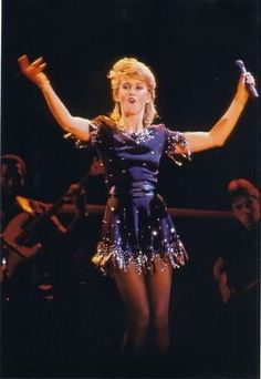 Olivia Newton John, Costume Design, Costumes, Beauty, Collection, Muse, Photos, Concert, Fashion