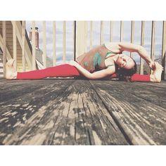 sunday sunshine stretch sesh #yogaeverydamnday #yoga #health #wellness