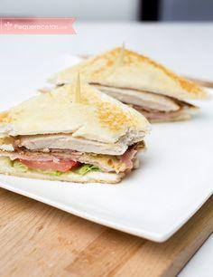 Vídeo receta fácil, cómo hacer un delicioso Sándwich Club. Aprende a hacer el famoso Sándwich Club con nuestra receta en vídeo paso a paso.