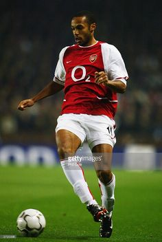 Thierry Henry of Arsenal runs with the ball during the UEFA Champions League Group B match between Arsenal and Dynamo Kiev held on November 2003 at Highbury, in London. Arsenal won the match Sport Football, Soccer, David Beckham Manchester United, Thierry Henry, Uefa Champions League Groups, Sports Pictures, Arsenal Fc, Dream Team, Superstar