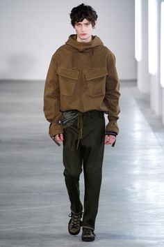 The complete No. 21 Fall 2016 Menswear fashion show now on Vogue Runway. Runway Fashion, High Fashion, Fashion Show, Mens Fashion, Fashion Tips, Fashion Design, Milan Fashion, Der Gentleman, Inspiration Mode