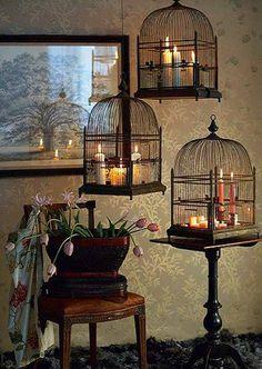 Jaulas de pájaros con velas decorativas