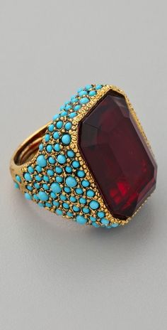 Antiqued cocktail ring: Gold ring with turquoise and garnet. Jewelry Box, Jewelry Rings, Jewelry Accessories, Fine Jewelry, Jewelry Design, Jewelry 2014, Jewlery, Antique Rings, Antique Gold