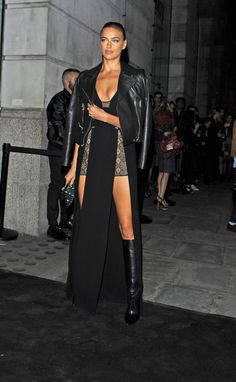 Model Irina Shayk looked super hot as she decided to wear an interesting ensemble as she attended Versus by Versace Show during LFW S/S… Diva Fashion, Fashion Beauty, Fashion Show, Fashion Outfits, Irina Sheyk, Irina Voronina, Gala Dresses, Poses, Celebs