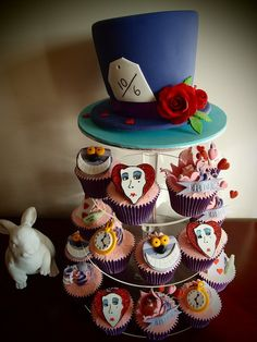 "Disney Alice in Wonderland Cupcake tower! For the theme of the bridal tea party to be ""Teatime with Alice"" Movie Cupcakes, Disney Cupcakes, Small Cupcakes, Disney Cookies, Themed Cupcakes, Birthday Cupcakes, Alice In Wonderland Cupcakes, Wonderland Party, Cupcake Wars"