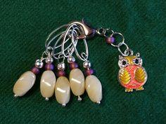 Hand made stitch marker set owl from Chez MaRiia Needles Sizes, Stitch Markers, My Etsy Shop, Owl, Beige, Orange, Knitting, Unique Jewelry, Handmade Gifts