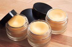 Kakaobutter, Bienenwachs Kokosöl Lippenbalsam selber machen #beauty #cosmetics #diy #products