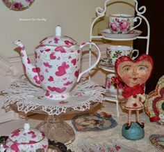 "Bernideen's Tea Time Blog: FEBRUARY MEANS VALENTINES DAY for ""Friends Sharing Tea"""